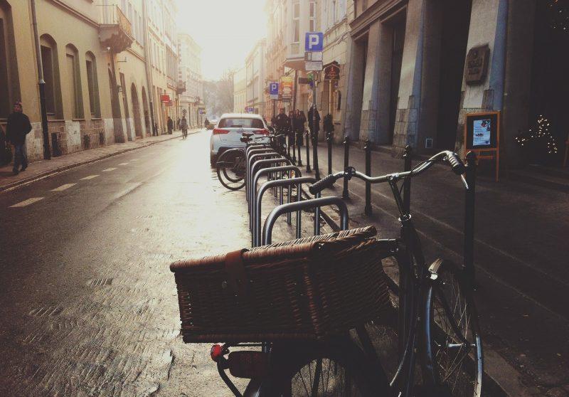 晴雨兼用。レインシューズ には見えない街歩き旅のオシャレ靴