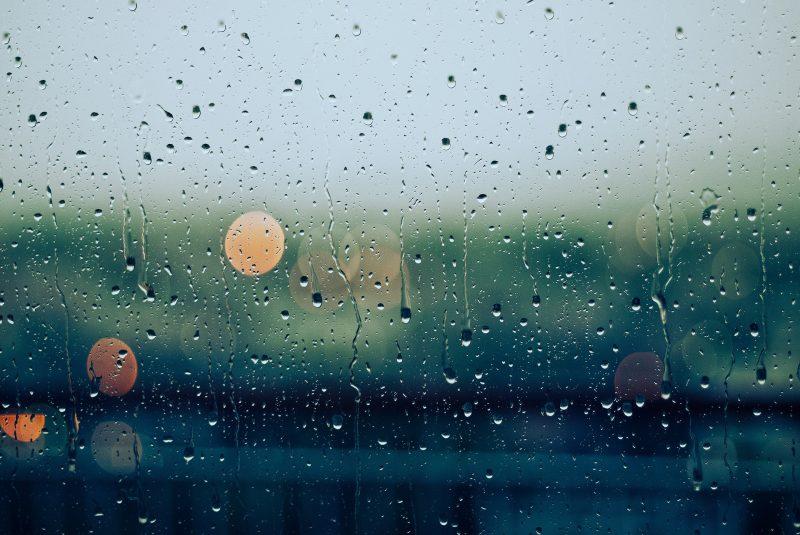 雨旅行対策に役立つ傘カバー・折りたたみハンガー・手ぬぐいアイテム3選
