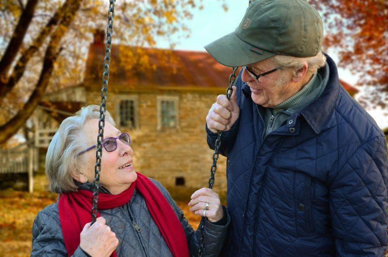 両親に旅行をプレゼントする方法とおすすめ【金婚式・銀婚式・定年退職時】