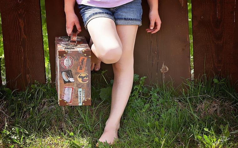 スーツケースにセンス良くオシャレにステッカーを貼るには?